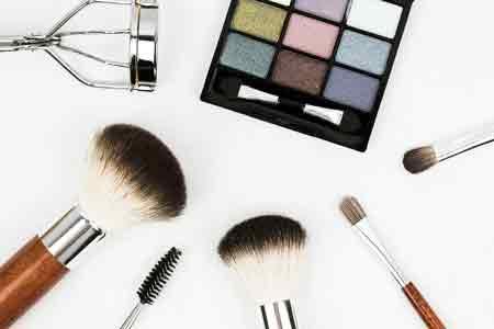 Paletka i przybory do makijażu, źródło: pixabay.com