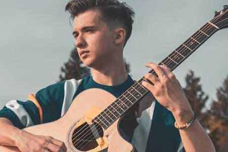 Marcin Patrzałek - wirtuoz gitary, źródło: instagram