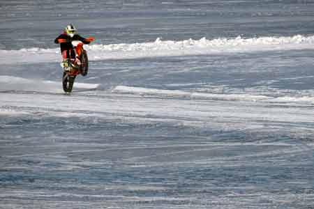 Jazda motocyklem po śniegu? Zadbaj o ogumienie!