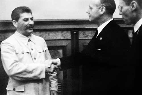 Ribbentrop i Molotov 23 sierpnia 1939 r., zdjęcie archiwalne