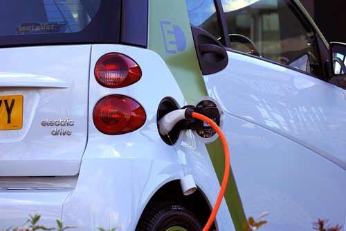 Ładowanie auta elektrycznego, źródło: pixabay.com