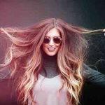 Czy przedłużanie włosów boli? Kobieta z długimi włosami już wie!