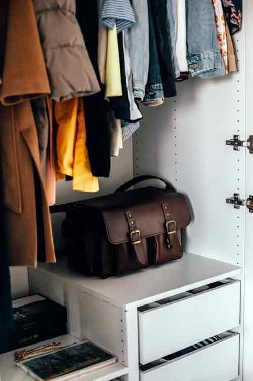 Ubrania zalegające w szafie